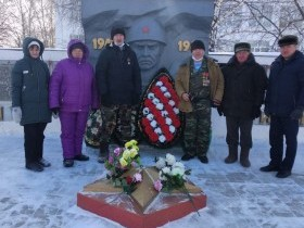 Возложение венков к памятнику воинам, погибшим в Великой Отечественной войне